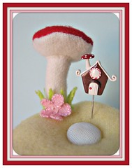 teeny tiny gingerbread house pin topper (Pinks & Needles (used to be Gigi & Big Red)) Tags: sculpture holiday sculpted 2011 etys gigiminor pinksandneedles pintoppers pintopper