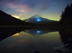 Aurora Behind Mount Hood (Gary Randall) Tags: oregon aurora mthood mounthood northernlights trilliumlake dsc49462
