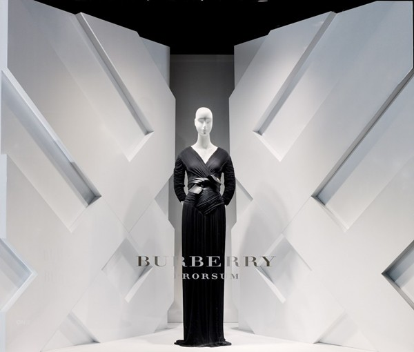 9 opening-Burberry windows at Saks Fifth Avenue New York7