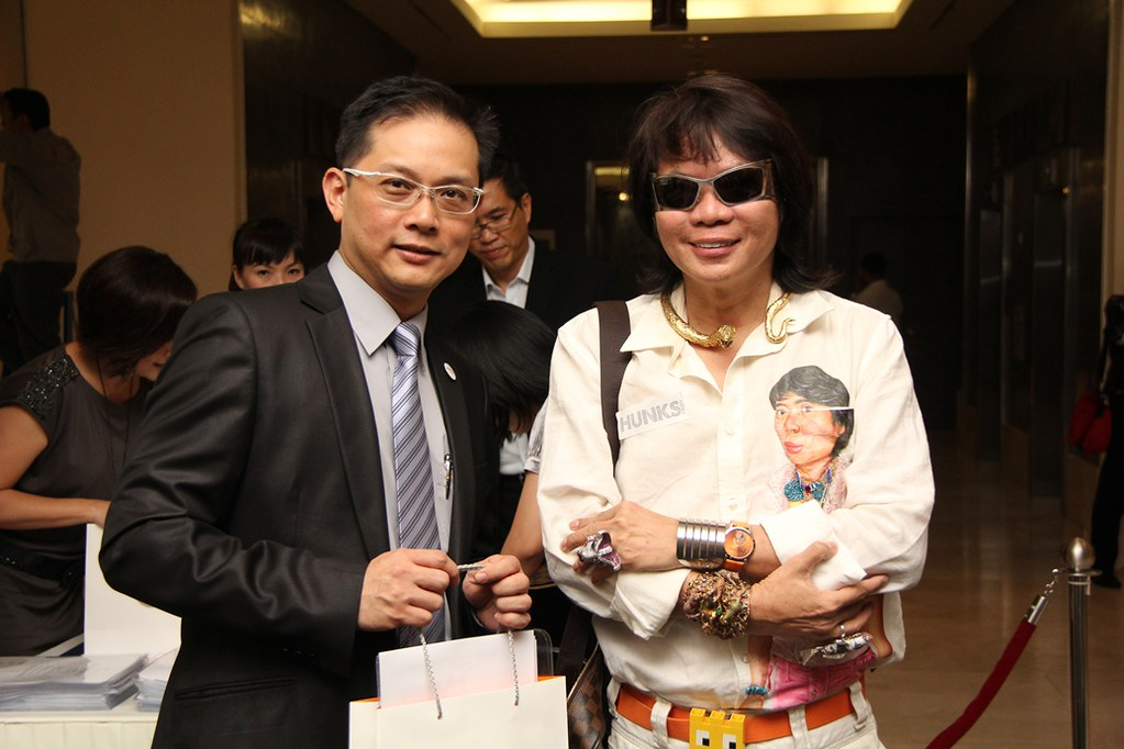 Kee Hua Chee checking out the cool titanium frame sunnies and accessories at Eyecon @ The Gardens.jpg