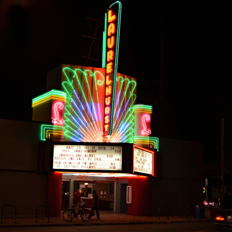 DSC_0759p_laurelhurst_theater_neon