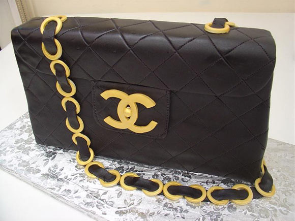 Design a Chanel purse cake