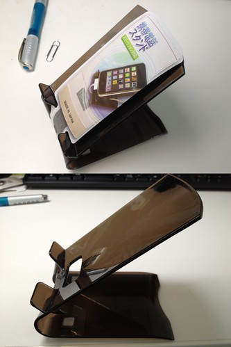 100円ショップのiPhoneスタンド