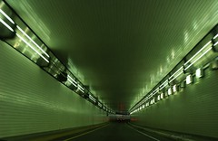 Green Passage (marinela 2008) Tags: ohio green lines car speed way lights movement cincinnati perspective passage tunel depth wal masini lumina pasaj naturalcolour perete miscare profunzime marinela2008