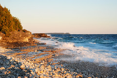Sunrise on Huron lake (Siouz) Tags: light sea sky sun lake ontario canada beach water stream waves georgianbay brucepeninsula vagues courant waterscape surise brucepeninsulanationalparc