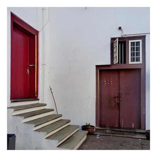2 pintu