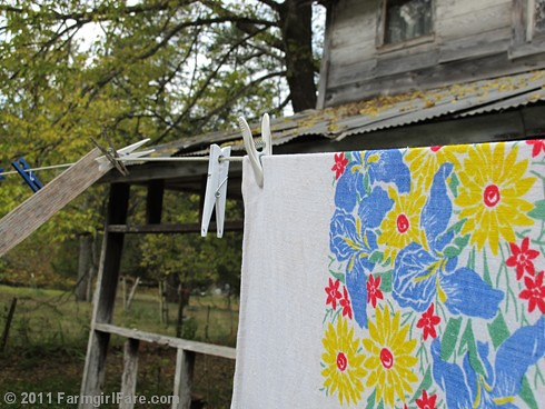 Vintage spring linens on the autumn laundry line 1 - FarmgirlFare.com
