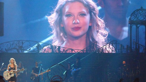 Taylor Swift with Sarah, 10/21/11