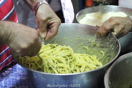 facendo gli spaghetti di nerano