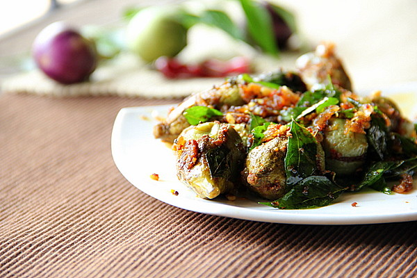 Spicy Chilly: Kutti Kathrikkai Podi Curry / Stuffed & Stir ...