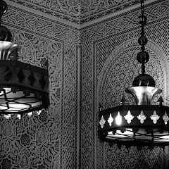 Aroma of Morocco in Paris (erikomoket) Tags: light bw paris france lamp wall night restaurant d70 lumire decoration nb reflet lamps mur nuit lampadaire       500x500      moroccostyle erikomoket armedumaroc  intelieur