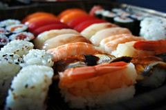 Sushidiamoci! (Pelé3) Tags: pink orange fish macro sushi dof rice sashimi sony sesame salmon rosa rolls japanesefood japanise soe arancio sesamo riso giapponese pesce salmone nighiri cibogiapponese nex5