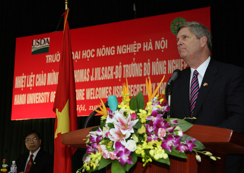 Agriculture Secretary Tom Vilsack (right) speaking at Hanoi University of Agriculture, Hanoi, Vietnem on Wednesday, November 16, 2011.