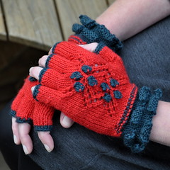 Crocheted Bobbles and flip flap edging (Kiwi Little Things) Tags: mittens fingerlessgloves