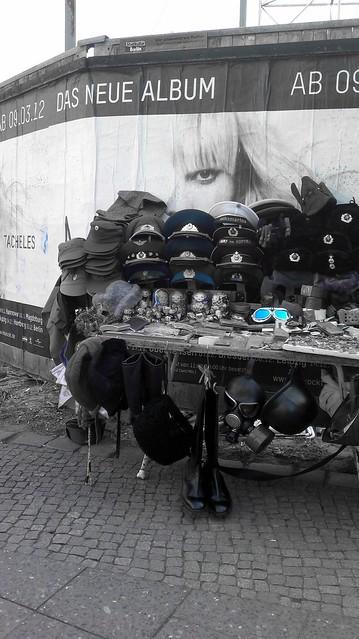 england usa berlin art zoe frankreich nazi krieg ddr blau markt mütze soldat helm verkauf stiefel russland fotokunst windbrille 305x soldatmütze