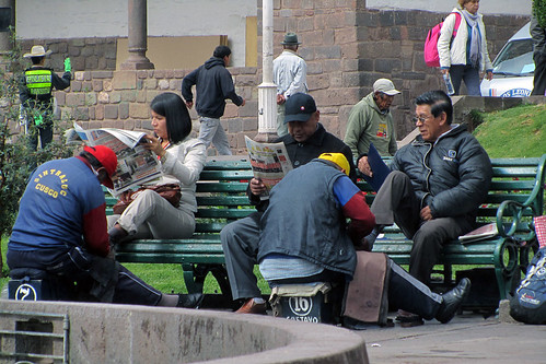 Shoeshine in Plaza Kusipata (Cuzco, Peru)