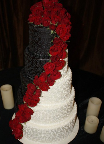 12 Creative Wedding Cake Ideas for the Bride and Groom