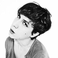 (Magicamentelena) Tags: portrait selfportrait noiretblanc bn autoritratto ritratto 500x500 elenamariatzori bianconerogrigio