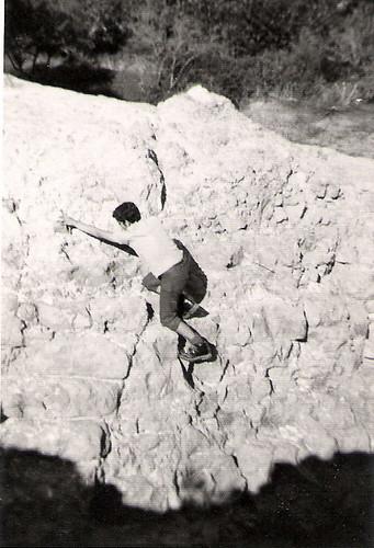Javier Aranda escalando en los Mallos de Riglos.