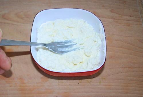 19 - Ricotta und Zitronensaft vermengen