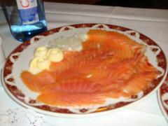Salmón Noruego ahumado con mantequilla y cebolla