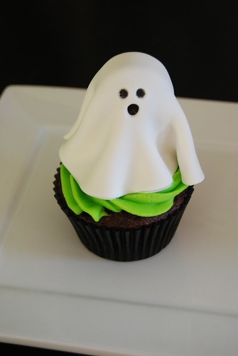 ghost cupcake - Halloween cupcakes class sample