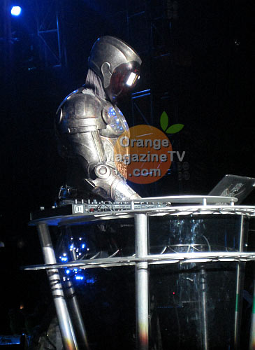 will.i.am on the dj booth