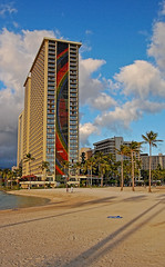 The Rainbow Tower (jcc55883) Tags: shadow sky hawaii sand nikon waikiki oahu highrise waikikibeach hiltonhawaiianvillage rainbowtower nikond40