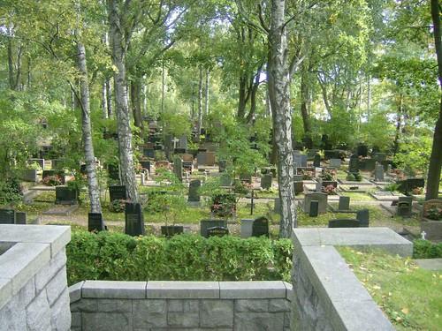 Un camino del cementerio-jardín de Hietaniemi