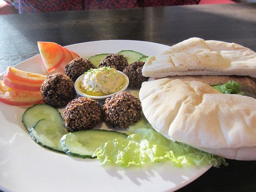 falafel lunch at veggie table