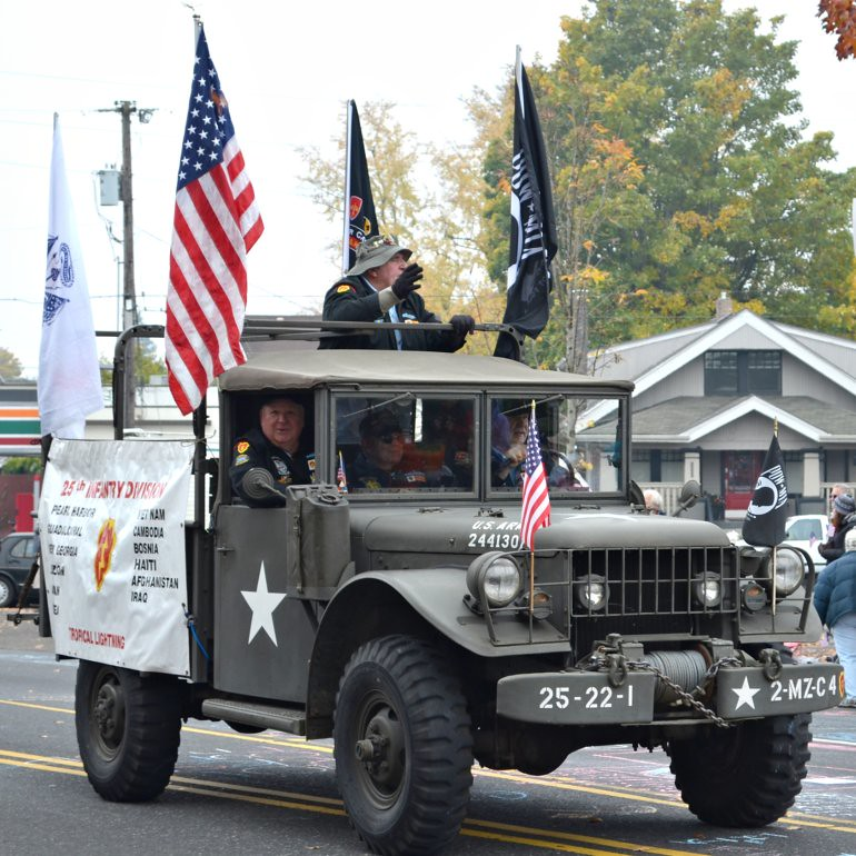 DSC_0145p_veterans_day_parade_jeep