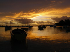Fin d'une belle journe  Grand Baie (rj@ubertsb) Tags: de soleil maurice coucher ile grand baie