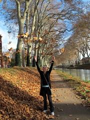 envol de feuilles sauvages.... (LILI 296...) Tags: france automne canal humour berge toulouse joie chemin rire feuille hautegaronne canonpowershotg12