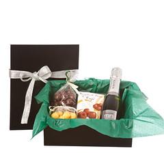 Caja con productos navideños