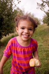 got apple? (SurprisePally) Tags: apple smile orchard abri wilsonsappleorchard