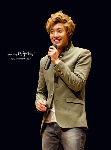 Kim Hyun Joong Fan Sign at Incheon [111021]