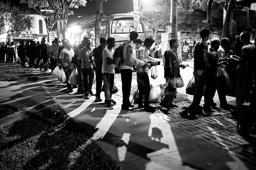 A orderly queue was found near the main road, where migrant workers queued up for buses to go back to their hostels / apartments after a Sunday of shopping and dining.