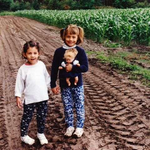 Amélie and Anaïs in the corn fields