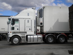 Meat Movers Kenworth K200 Big Cab Aerodyne (KW BOY) Tags: new tractor truck prime big model cab transport over australian melbourne stretch meat semi truckstop lorry rig hauling express trailer bp coe mover trucking kw movers kenworth haulage 2011 aerodyne k200