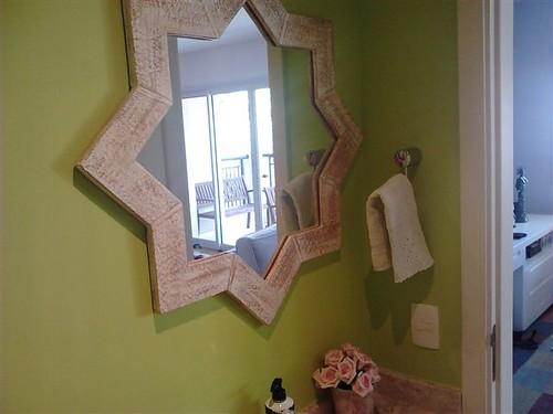 Espelho com moldura personalizada