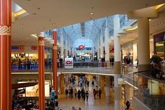 Plus City (austrianpsycho) Tags: people building leute menschen nordsee gebäude geschäfte säulen pasching einkaufszentrum lokale pluscity
