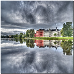 A cloudy day on the river (Nespyxel) Tags: sky clouds reflections river landscape mirror nuvole cloudy sweden fiume karlstad klarlven cielo sverige riflessi hdr specchio reflexes svezia nuvoloso simmetrie tonemapping symmetries nespyxel stefanoscarselli saariysqualitypictures fleursetpaysages mygearandme lelitedespaysages