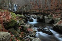 Parco del Corno alle Scale (vez1007) Tags: longexposure parco water canon eos h2o ponte bologna l rocce acqua muschio autunno rosso montagna bosco cascate 24105 cornoallescale canoniani 5dmark2