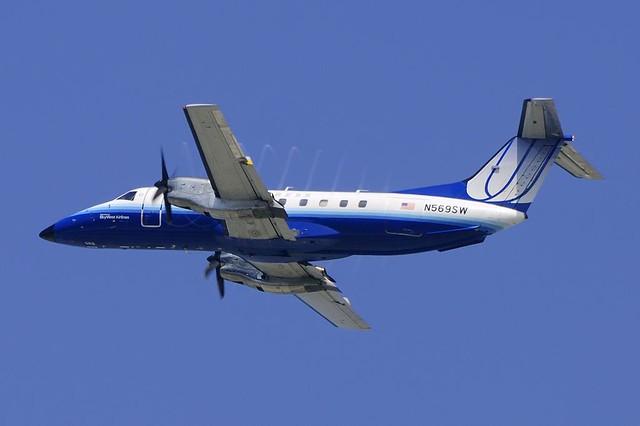 Skywest Airlines (United Express) EMB-120 Brasilia (N569SW)