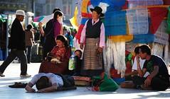 Kelzang Darchen prayer-flag pole and  prostrating pilgrims, Lhasa Tibet (reurinkjan) Tags: tar prayerflag 2011 lungta tibetautonomousregion    janreurink tibetanplateaubtogang buddhism tibet tibetan buddhist tibetanethnicitybodrigs prayerflagsonstaffdarlcog tibetanbodpa  lhasa ucentraltibet lhasacounty jokhanglhadentsuglakhangjowokhang gandendarchen juyagdarchen kelzangdarchen sharkyaringdarchen
