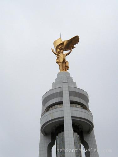 Golden statue of Saparmurat Niyazov