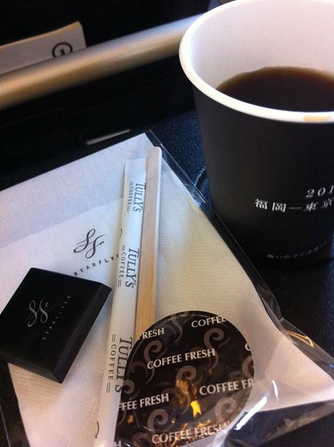 スターフライヤー素晴らしかった!タリーズコーヒーとチョコ付き 、足元広いし、専用搭乗口
