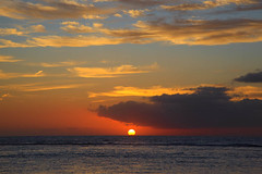 L'Ermitage (THB807) Tags: sunset sea mer beach landscape soleil mar tramonto dom indianocean playa paisaje paysage crpuscule plage runion ermitage coucherdesoleil crepuscolo iledelarunion ocanindien artadecer ocanondico crepuscolosunsetssunrisesnights vigilantphotographersunite vpu2 vpu3 vpu4 vpu5 vpu6 vpu7 vpu8 vpu9 vpu10 vup2 vup1