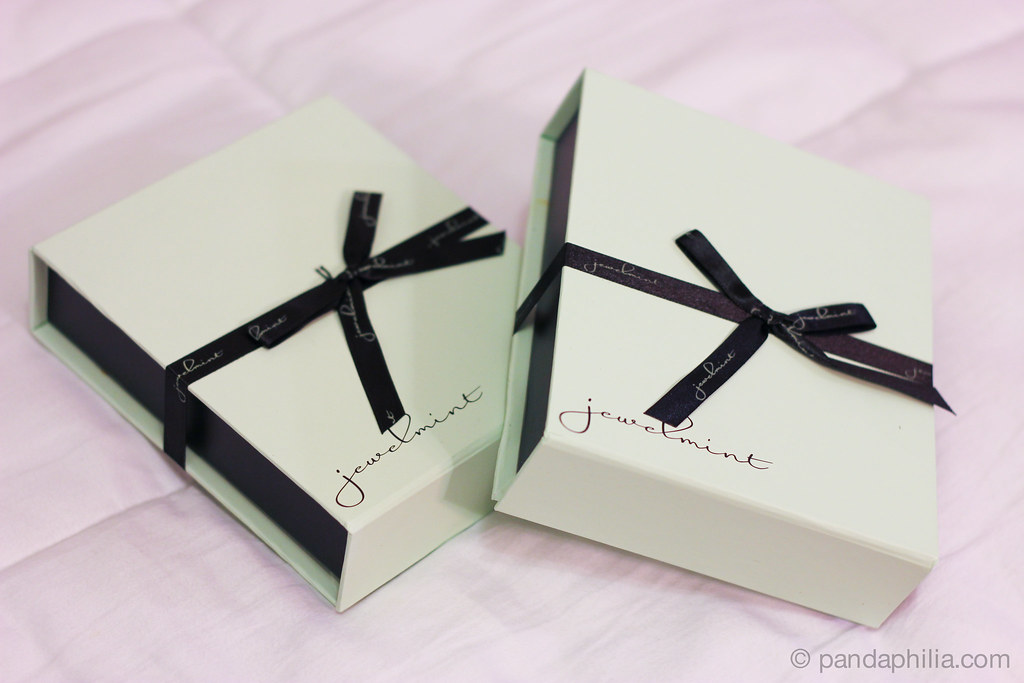 mint box, black bows