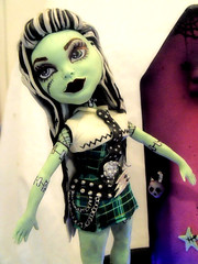 monster high cake 10 22 pic 3 (Cake Rhapsody) Tags: birthday dog halloween cake metal puppy skulls doll zombie chocolate goth casket sugar locker purse frankenstein horror doggy coffin plaid thunder bats airbrush tartan sculpting fondant gumpaste frankiestein monsterhigh barbaranngarrard cakerhapsody